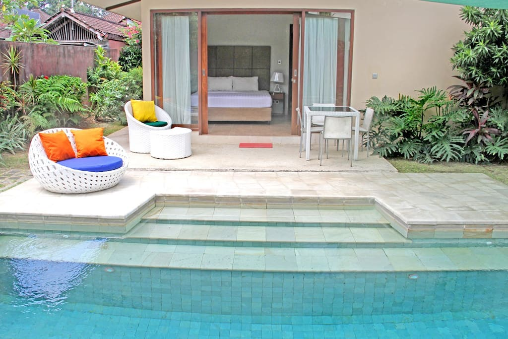 Direct access to the pool by the master bedroom