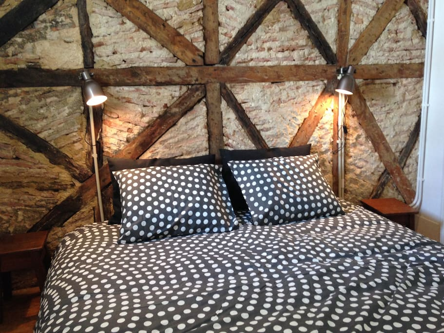 Bedroom: cosy bed I