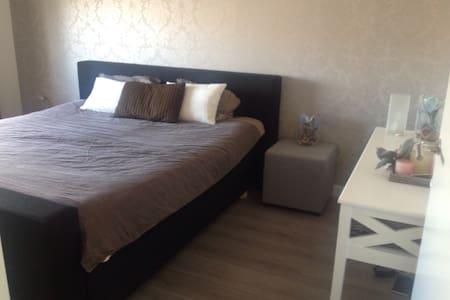 Moderne gezellige slaapkamer - Etten-Leur
