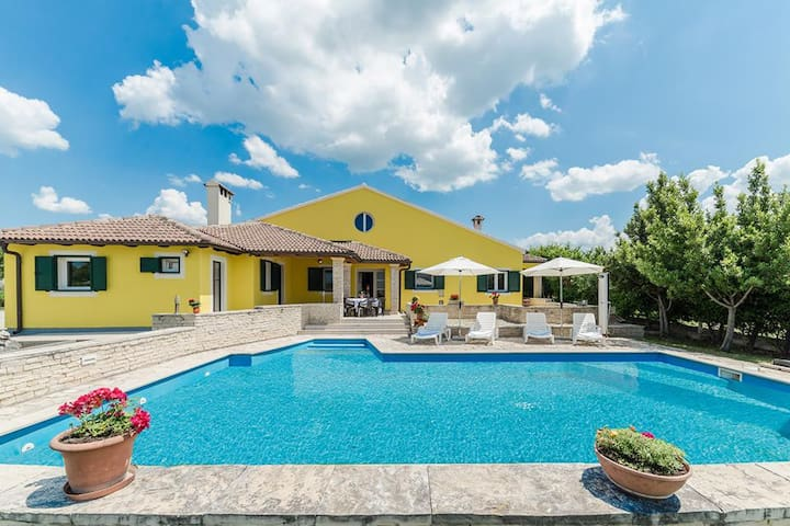 Villa Polly with private pool for 10 person - Poličnik - House