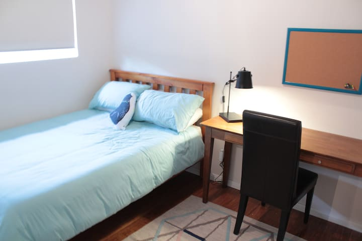 Cozy room & wi-fi, walk to beach - Dee Why - Apartment