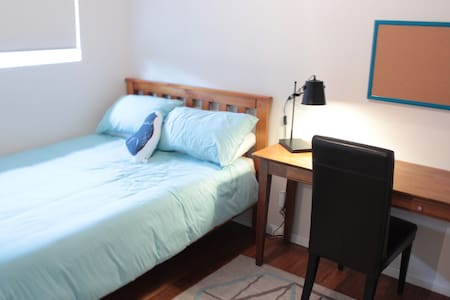 Cozy room & wi-fi, walk to beach - Dee Why