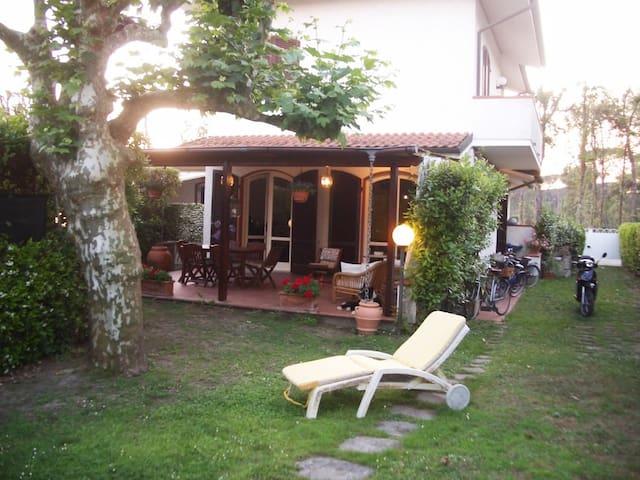 VILLINO CAROLA - Pietrasanta - Σπίτι