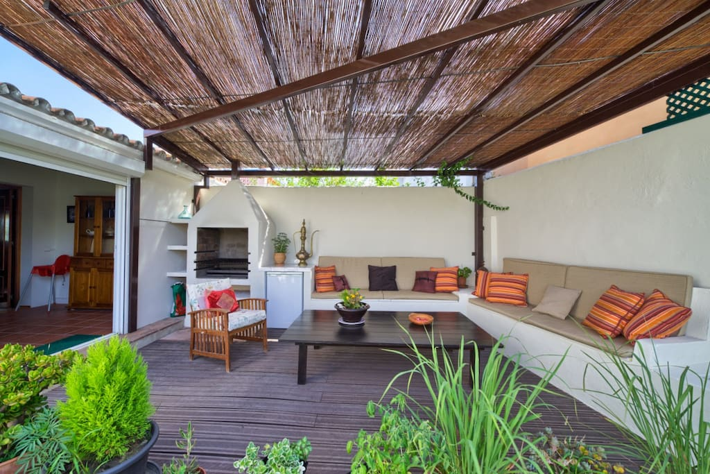 Garden terrace (with bbq & fridge, comfy seating & wifi).