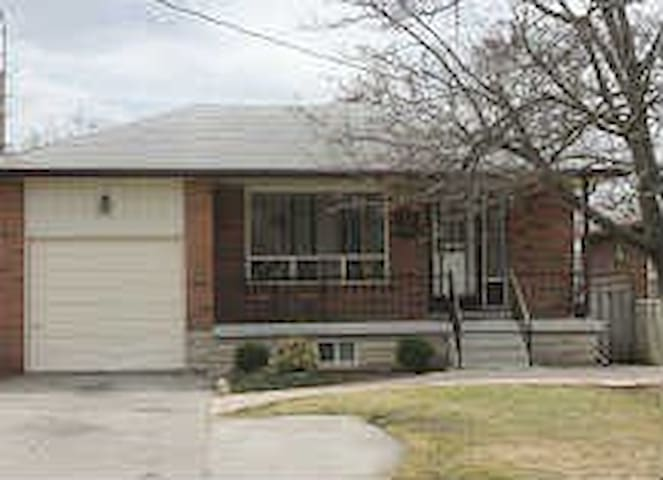 markham single personals Single-family homes for sale in markham, il on oodle classifieds join millions of people using oodle to find local real estate listings, homes for sales, condos for sale and foreclosures.