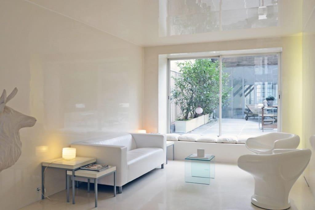 espace salon avec vue sur la terrasse