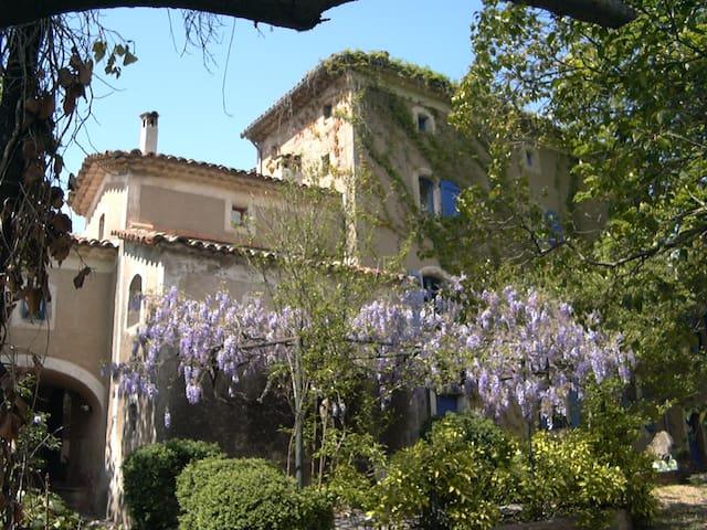 Chambres d'hôtes de charme proche d'Anduze - saint sebastien d'aigrefeuille - ที่พักพร้อมอาหารเช้า