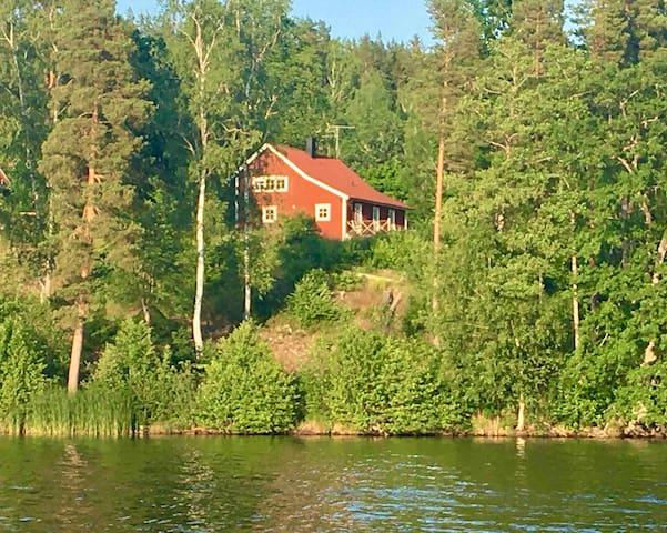 Sjönära boende på 120 kvm med privat brygga