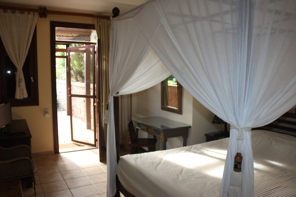 Attractively decorated and furnished with a queen bed, this category evokes a calm and comfortable ambiance offering our best value. Its door opens to a lovely peaceful garden with the private or communal sun decks to offer enchanting views, keeping guest
