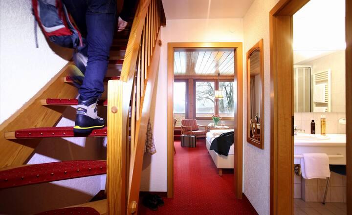 Hotel Hochfirst garni, (Lenzkirch-Saig), Maisonette, 58qm mit Dusche/WC und Balkon
