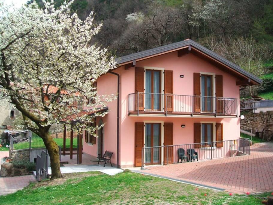 Lovely villa mary case in affitto a bellano lecco italia for Case affitto lecco arredate