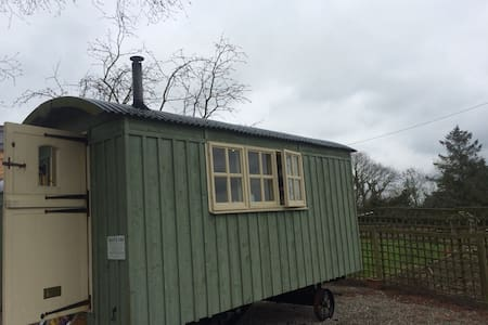 Quaint Shepherds Hut - Minsterley
