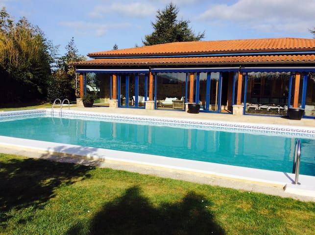 Chalet con piscina de 4 dormitorios - Narón  - Huis