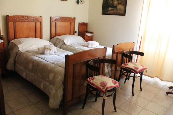 Camera Liberty: calda e accogliente, elegante con i suoi mobili d'epoca