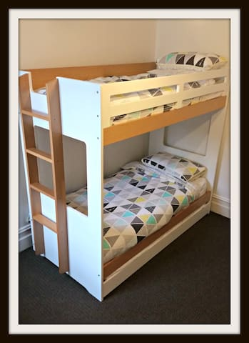 Bunk bed with trundle bed