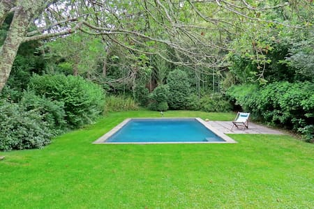Chic cottage in the village w/pool - East Hampton - House