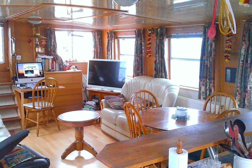 s jour vasion sur un bateau sud de paris boats for rent in saint mamm s france france. Black Bedroom Furniture Sets. Home Design Ideas