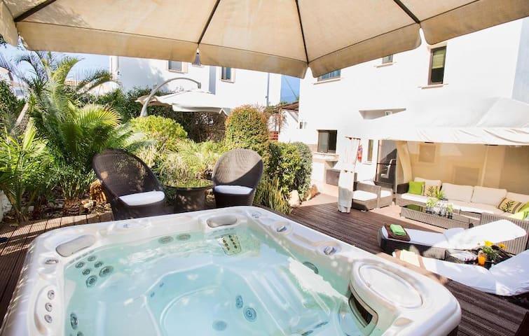 AMEVIL23  3 Bed Villa Konnos Beach - Ayia Napa - วิลล่า