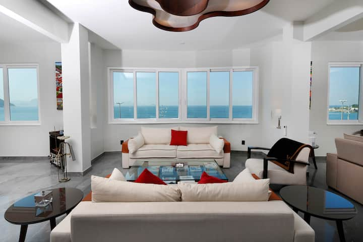 NEW LUXURY OCEAN FRONT 2500sqf 3BED/3BATH 6 Guests