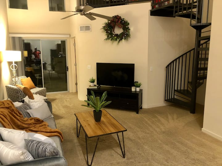 Luxury 2 Bdrm Loft in Scottsdale- Location is King
