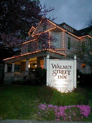 The Walnut Street Inn, a downtown B&B!
