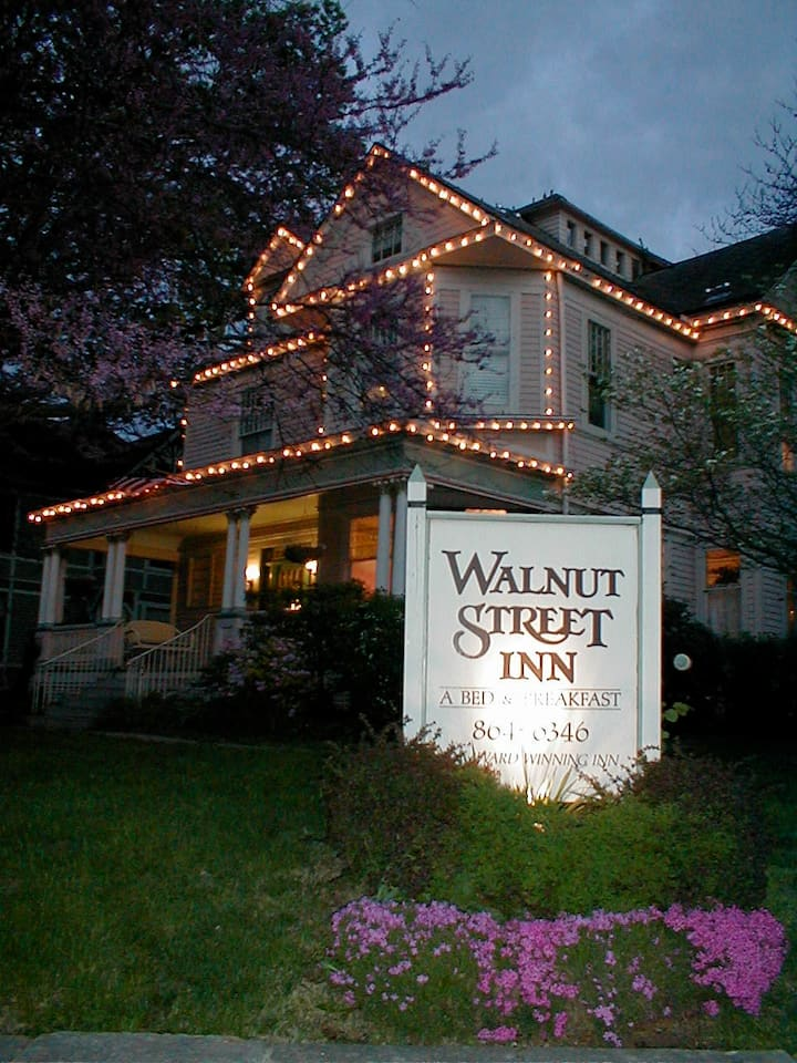 The Walnut Street Inn, a downtown B&B!