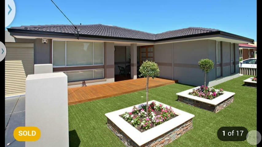 Cosy home with park views - warwick - บ้าน