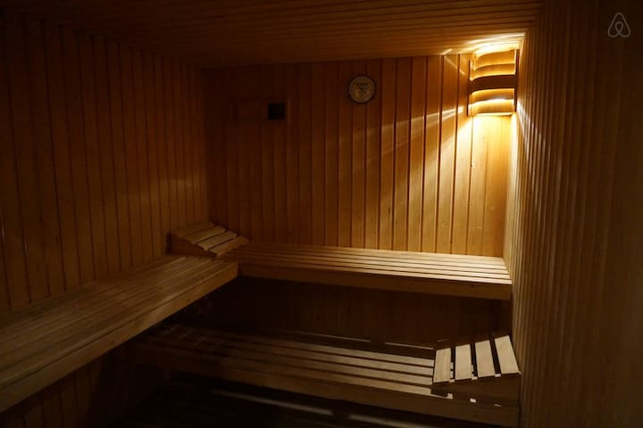 SPA-area with jacuzzi, sauna and steam bath