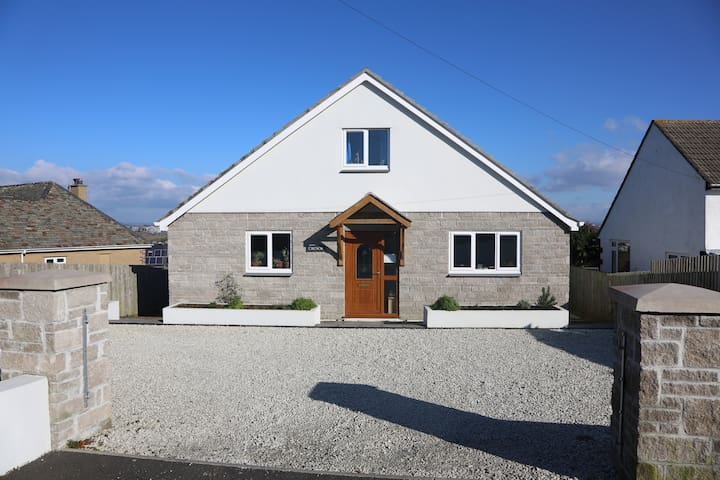 TRESOR - large, modern, detached 4 bed house - Millbrook, Torpoint - Casa