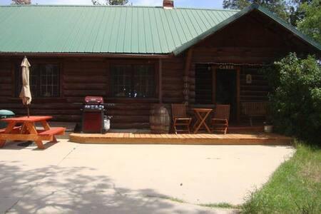 1929 Chinked Log  Homestead Cabin - Колорадо-Спрингс