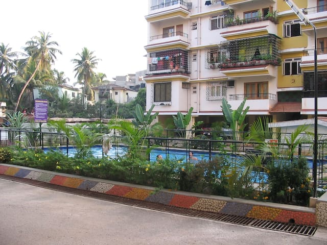 Sta Ines Panjim apartment with pool