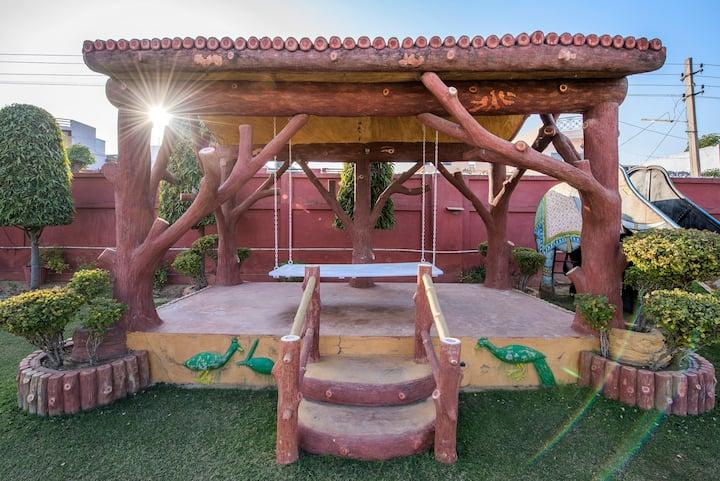 PALM HOLIDAYS * 2 bedroom, bath, Garden, Kitchen