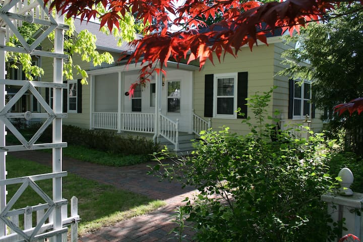 Charming Home in Lakeside Town - Pentwater - House