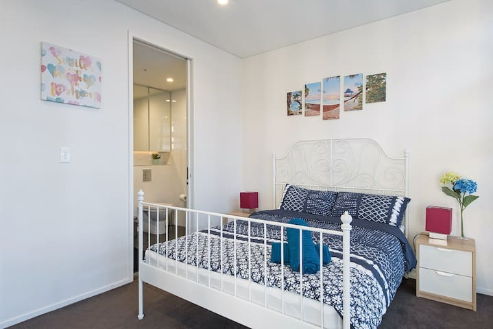 Let's stay in CBD -2BR next to Darling Harbour&ICC