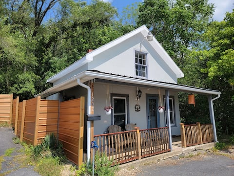 The Copper Cottage - near the Appalachian Trail