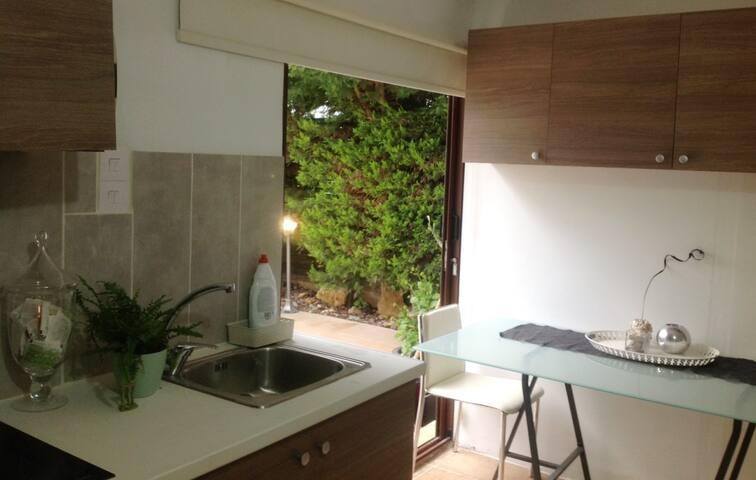 Siana Cosy Studio. Comfort at a key location.