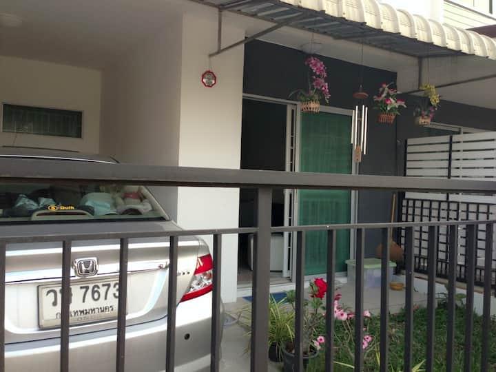 1SingleRoom For Mahidol's Student(Female Only)