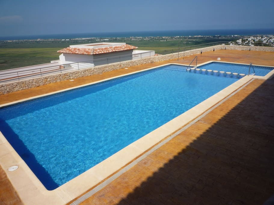 Semi-private rooftop pool with panoramic 270 degree views