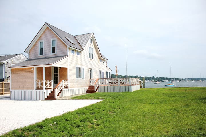 Waterfront, private beach, and dock - Portsmouth - House
