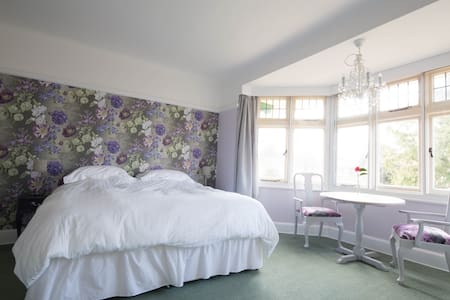 Large ensuite room in house nr sea - Bournemouth - Ház