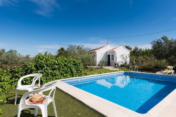 Casa Rural con piscina carretera caminito del rey.