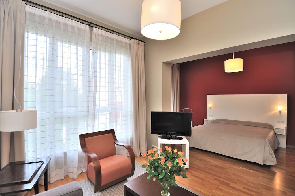 legant studio appart quartier ue aparthotels louer. Black Bedroom Furniture Sets. Home Design Ideas