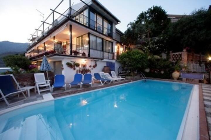 Apartment Curioso  with pool