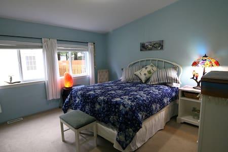 Ocean's 3 Blue Master Room - Ocean Shores