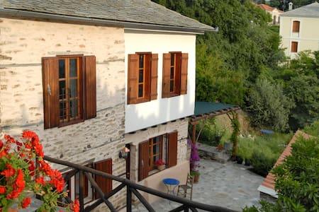 Natursteinhaus mit Meerblick - Afetes - Hus