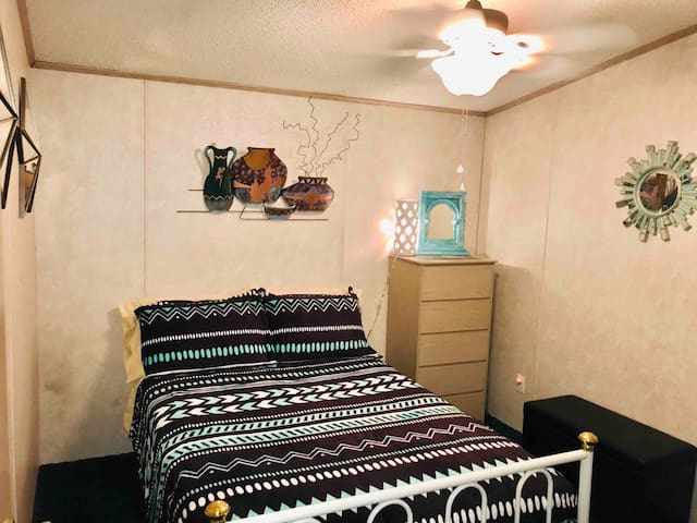 Cozy Private BR-Full Bed, FREE WiFi, Washer&Dryer