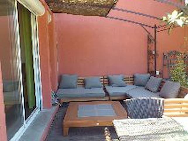 chambre dans villa avec jardin proche de la mer - Lunel - Villa