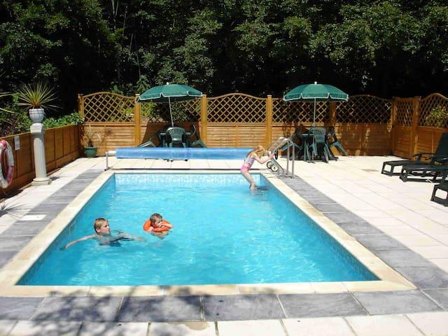 Outdoor Heated Pool (Seasonal & Free)