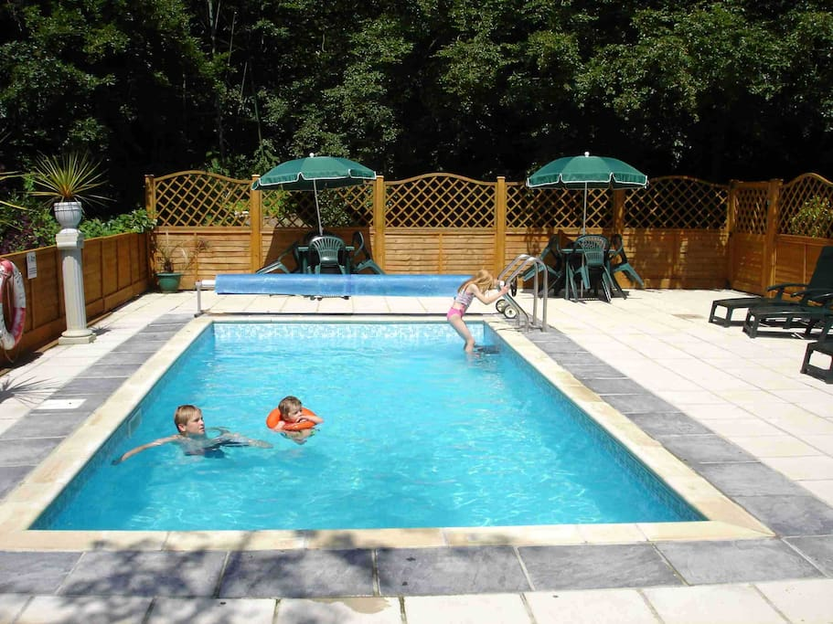 Outdoor Heated Pool (Seasonal & Free)