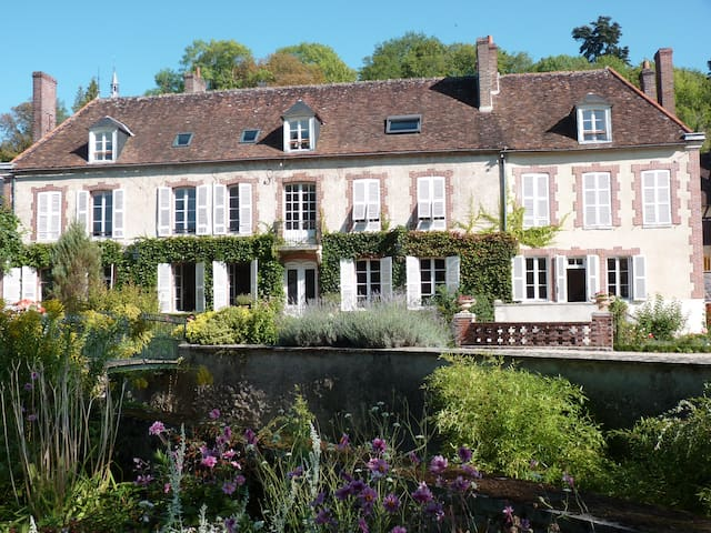 Le Clos Saint Nicolas.Chambre Rose - Château-Renard - ที่พักพร้อมอาหารเช้า